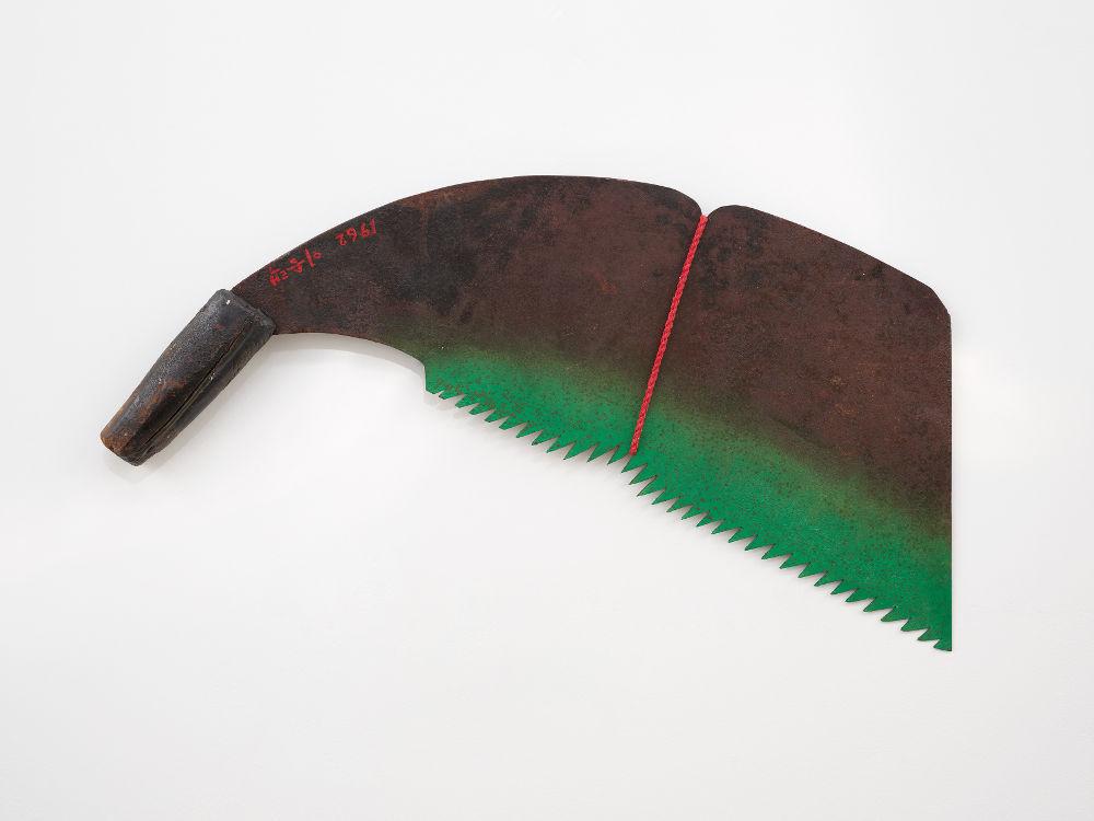 Seung-taek Lee, Tied Knife, 1962. Knife, rope 2 3/8 x 16 9/16 x 32 1/4 inches (6 x 42 x 82 cm). Courtesy Lévy Gorvy. Photo: Elisabeth Bernstein