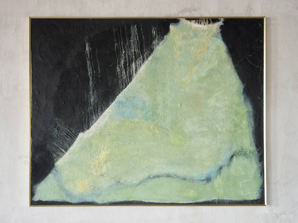 Ryuji Tanaka, Sitting on (Black 100), 1976. Mineral pigment and mixed media on canvas 130.3 x 162 cm (51 1/4 x 63 3/4 in.)