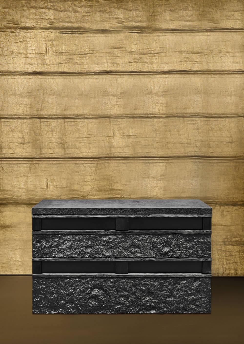 Peter Marino, Rough Stone Box, 2017. Blackened bronze 33 1/8 × 50 3/8 × 20 7/8 inches (84.2 × 128 × 53 cm) © Peter Marino Architect. Photo by Manolo Yllera. Courtesy Peter Marino Architect and Gagosian.