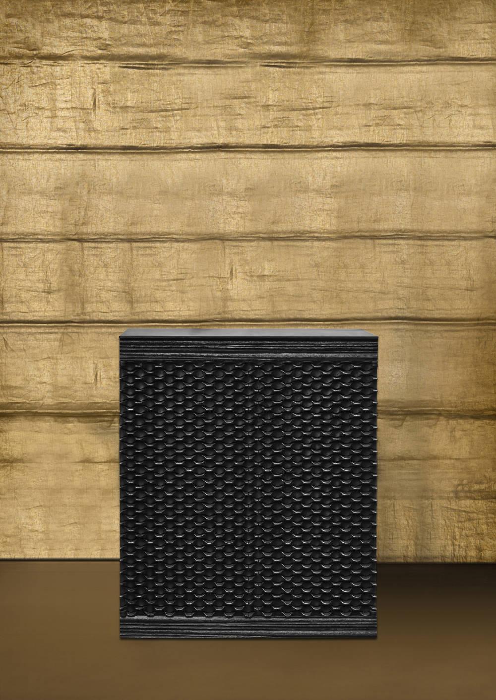 Peter Marino, Short Dragon Scale Box, 2017. Blackened bronze 46 1/16 × 37 1/2 × 18 3/16 inches (117 × 95.3 × 46.2 cm) © Peter Marino Architect. Photo by Manolo Yllera. Courtesy Peter Marino Architect and Gagosian.