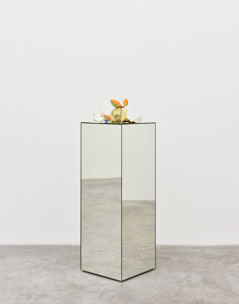 Chloe WISE, Vision of soft skin, Tabasco sauce, 2017. Oil paint, urethane, foil wrapper, glass on miror plinth 131 x 40,5 x 40 cm 51 5/8 x 16 x 15 3/4 inches © Chloe Wise - Photo: Rebecca Fanuele. Courtesy of the Artist and Almine Rech Gallery