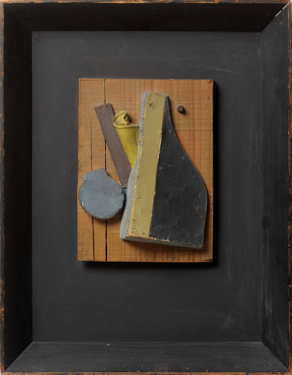 Kurt Schwitters, Sans Titre (Merzrelief, Blau, Beige), 1942. Relief, oil painting, wood, plaster and metal sheet on a wooden panel 24.7 x 18.5 cm | 49.8 x 38.5 x 6.5 cm (framed). Courtesy Galerie Natalie Seroussi & Galerie Zlotowski