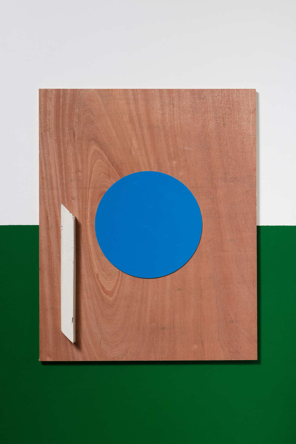 John Nixon, Untitled, (Blue Circle), 2018 (London). Enamel and timber on plywood, 75 x 60cm  White / Green wall