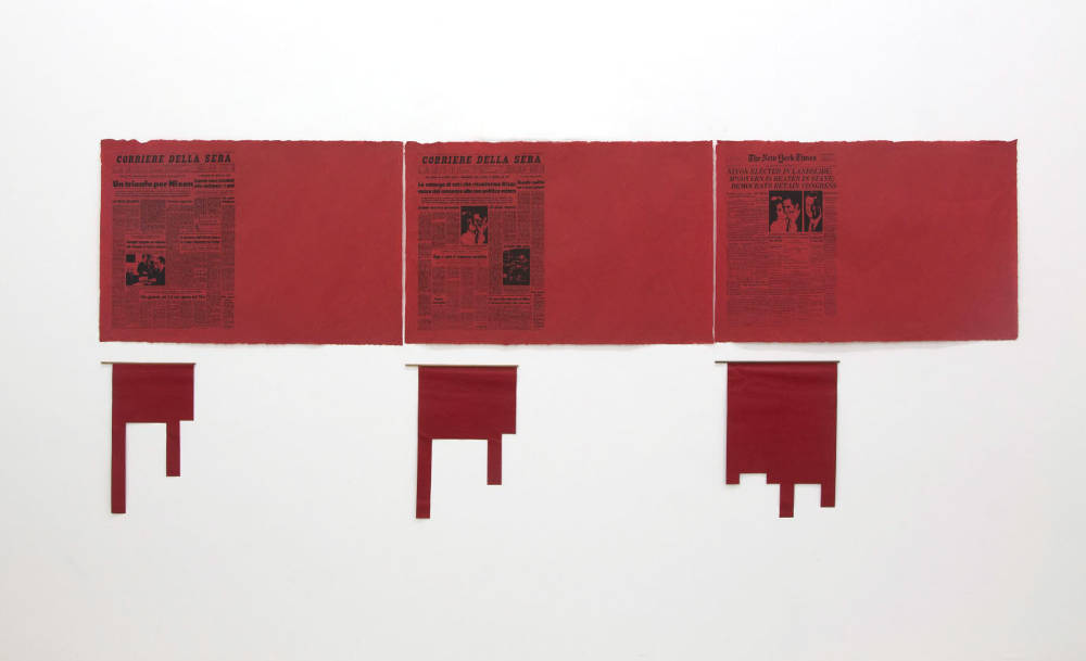 Antonio Dias, Ta Tze Bao, 1972. 14 red paper sheets and 14 red canvas-shaped flags approximately 69 x 100 cm (each)