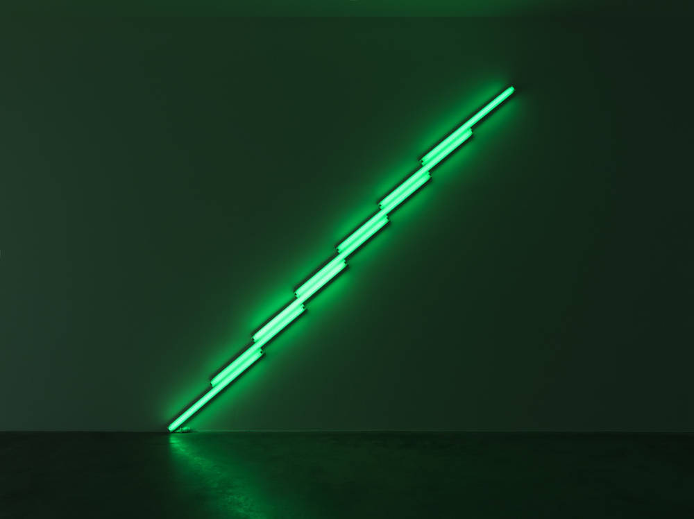 Dan Flavin, Untitled, 1975. Green fluorescent light 488 cm (192,13 in) Courtesy of a Private Collection, Europe © Stephen Flavin / ADAGP, Paris, 2018. Photo: Florian Kleinefenn