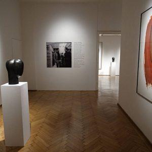 Joannis Avramidis: Köpfe @Galerie Ernst Hilger, Vienna  - GalleriesNow.net