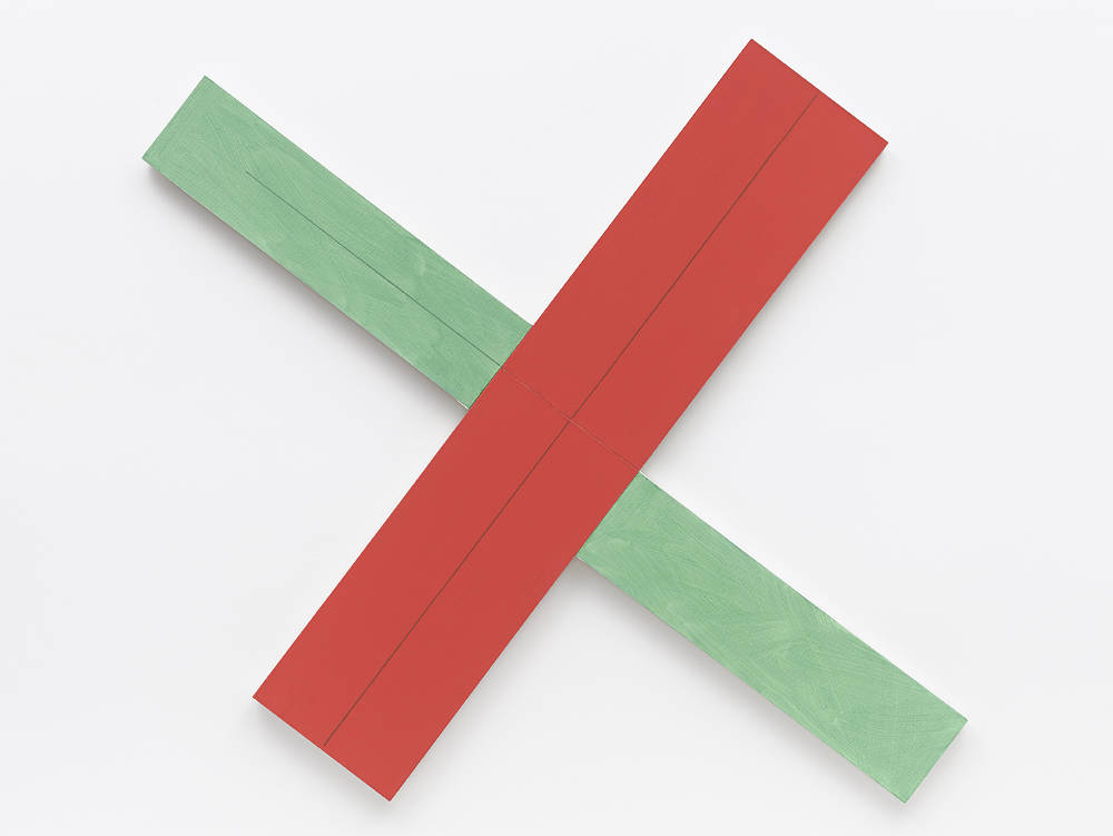Robert Mangold, Red/green X within X #2, 1982. Acrylic and black pencil on canvas 170,2 x 190,5 cm (67 x 75 in) Signed and dated on verso © Robert Mangold / ADAGP, Paris, 2018. Courtesy Galerie Thaddaeus Ropac, London · Paris · Salzburg