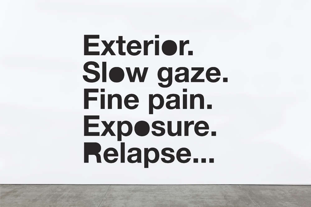 Liam Gillick, Exterior. Slow Gaze., 2015. Vinyl text on wall ©Liam Gillick. Courtesy the artist and Galerie Eva Presenhuber, Zurich / New York