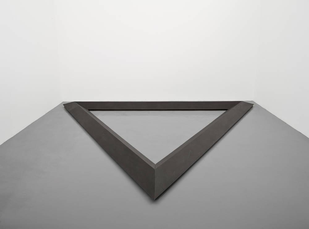 Bruce Nauman, Triangle, 1977-1986. Cast iron 27 x 500 x 433 cm (10 5/8 x 196 7/8 x 170 1/2 in.) Courtesy the artist and Simon Lee Gallery, London
