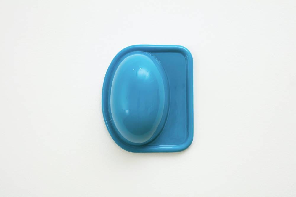Nicolas Deshayes, Blister, 2018, glazed slip-cast earthenware, 13 x 31 x 26 cm, 5 1/8 x 12 1/4 x 10 1/4 ins. Photo: Robert Glowacki. © Nicolas Deshayes. Courtesy the artist & Modern Art, London