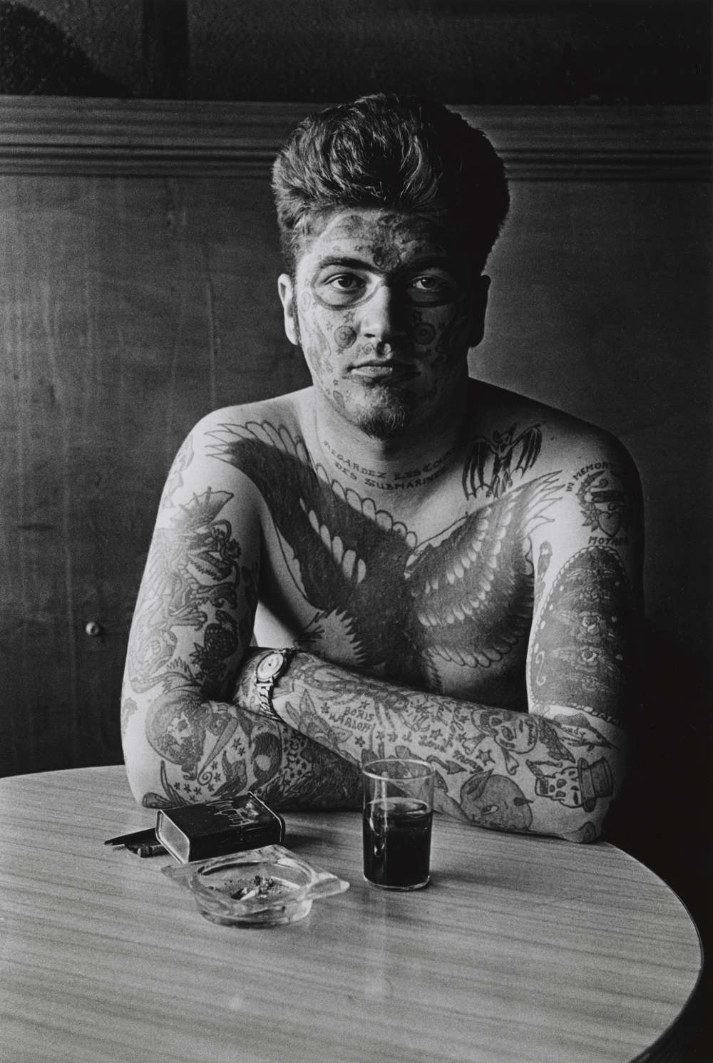 Jack Dracula at a bar, New London, Conn. 1961. 9 3/4 × 6 5/8 in. (24.8 × 16.9 cm) Promised Gift of Doon Arbus and Amy Arbus, 2007. Courtesy The Metropolitan Museum of Art, New York. Copyright © The Estate of Diane Arbus, LLC. All Rights Reserved