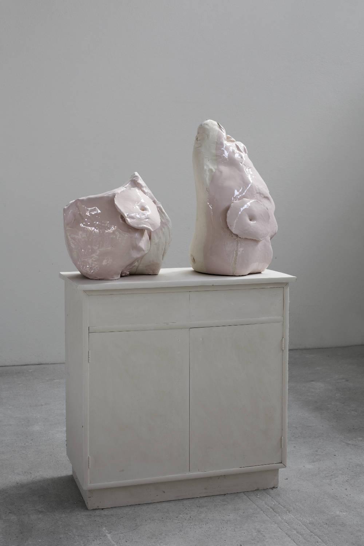 Erwin Wurm, Double Navel, 2018. Ceramic, glaze (ceramics), acrystal (pedestal) 140 x 81 x 45 cm
