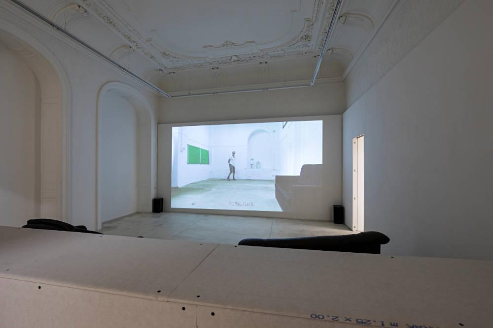 Galerie Krinzinger Erik Van Lieshout 1