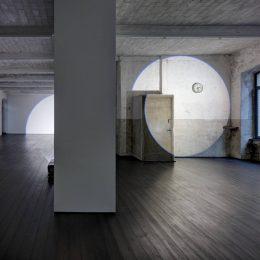 Michel Verjux: Lighting light well @Laure Genillard Gallery, London  - GalleriesNow.net