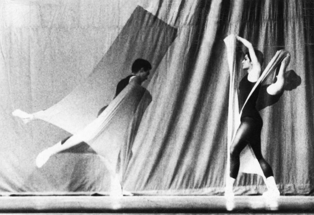 Rosemarie Castoro, Choreography and Performance with Frank Calderoni. February 11-18, 1963. Pratt Institute, 1963. Vintage b&w photograph 5,1 x 7,6 cm (2 x 3 in) Courtesy Anke Kempkes Art Advisory and Galerie Thaddaeus Ropac, London / Paris / Salzburg © The Estate of Rosemarie Castoro