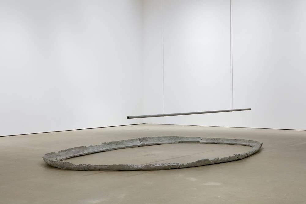 Esther Kläs, 0/8 (palo), 2014, concrete, iron, pigment, rope, 80 x 465 x 302 cm, 31 1/2 x 183 1/8 x 118 7/8 ins. Photo: Robert Glowacki. © Esther Kläs. Courtesy the artist, Modern Art, London & Xavier Hufkens, Brussels