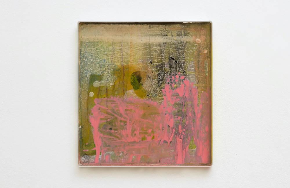 Hayley Tompkins, Digital Light Pool CXXX, 2019, acrylic paint, plastic tray, 32 x 34 x 2.5 cm, 12 5/8 x 13 3/8 x 1 ins. Photo: Robert Glowacki. © Hayley Tompkins. Courtesy the artist, Modern Art, London & The Modern Institute, Glasgow