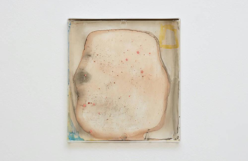 Hayley Tompkins, Digital Light Pool CXXXI, 2019, acrylic paint, plastic tray, 32 x 34 x 2.5 cm, 12 5/8 x 13 3/8 x 1 ins. Photo: Robert Glowacki. © Hayley Tompkins. Courtesy the artist, Modern Art, London & The Modern Institute, Glasgow