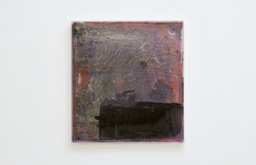 Hayley Tompkins, Digital Light Pool CXXXII, 2019, acrylic paint, plastic tray, 32 x 34 x 2.5 cm, 12 5/8 x 13 3/8 x 1 ins. Photo: Robert Glowacki. © Hayley Tompkins. Courtesy the artist, Modern Art, London & The Modern Institute, Glasgow
