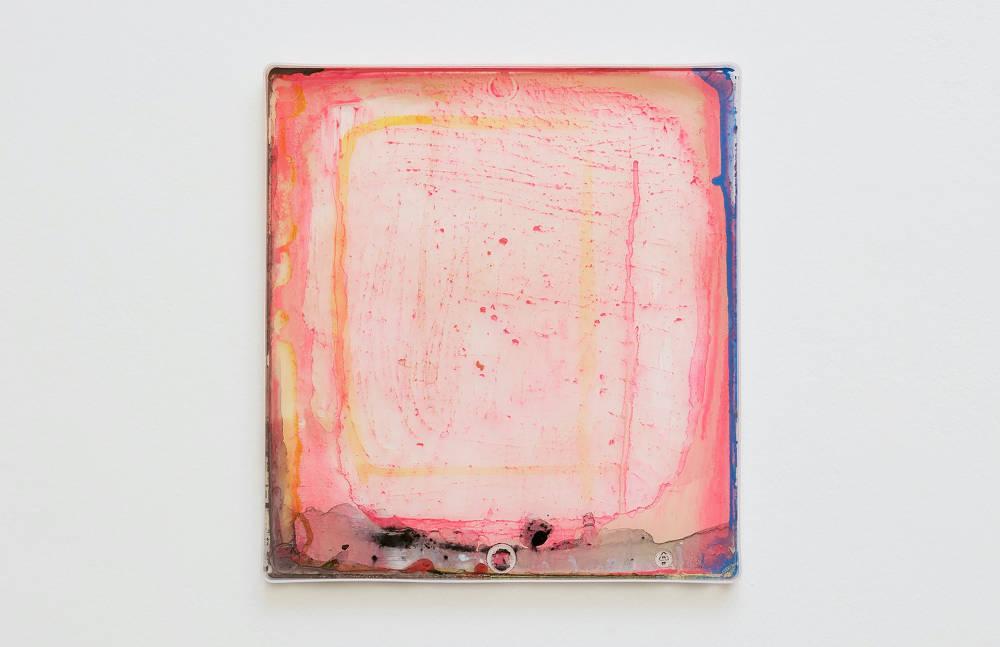 Hayley Tompkins, Digital Light Pool CXXXIII, 2019, acrylic paint, plastic tray, 32 x 34 x 2.5 cm, 12 5/8 x 13 3/8 x 1 ins. Photo: Robert Glowacki. © Hayley Tompkins. Courtesy the artist, Modern Art, London & The Modern Institute, Glasgow