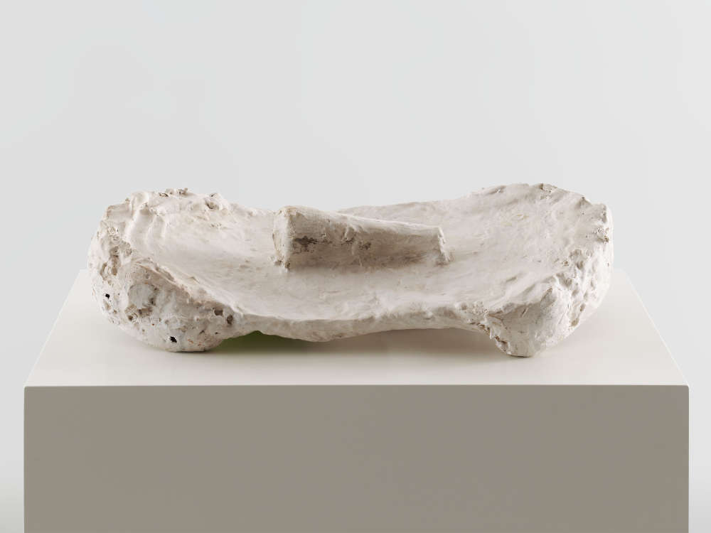 Franz West, Passstück, 1978. Dispersion, metal, papier-mâché, plaster 9 x 47.5 x 22 cm / 3 1/2 x 18 3/4 x 8 5/8 in © Archive Franz West, © 2019 Estate of Franz West. Courtesy the Estate and Hauser & Wirth