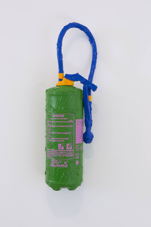 BertrandLavier, Arex, 2019. Acrylic paint on a extinguisher 74,5x20x18cm ©ADAGPBertrandLavier. Photo:archiveskamelmennour. Courtesytheartist and kamelmennour,Paris/London