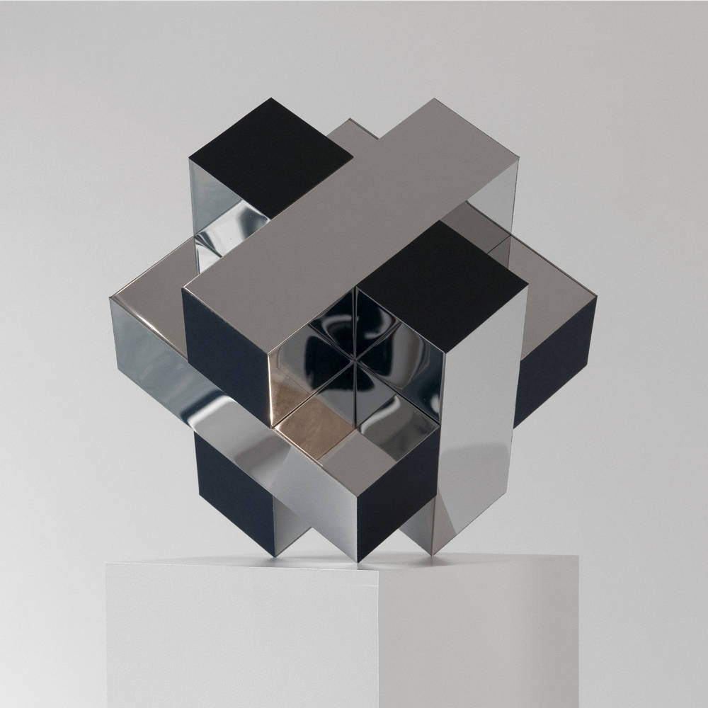 Philippe Zumstein, Composition Modulaire, 2019. Stainless steel, polymirror. Variable Dimensions. Courtesy of the artist and Laleh June Galerie