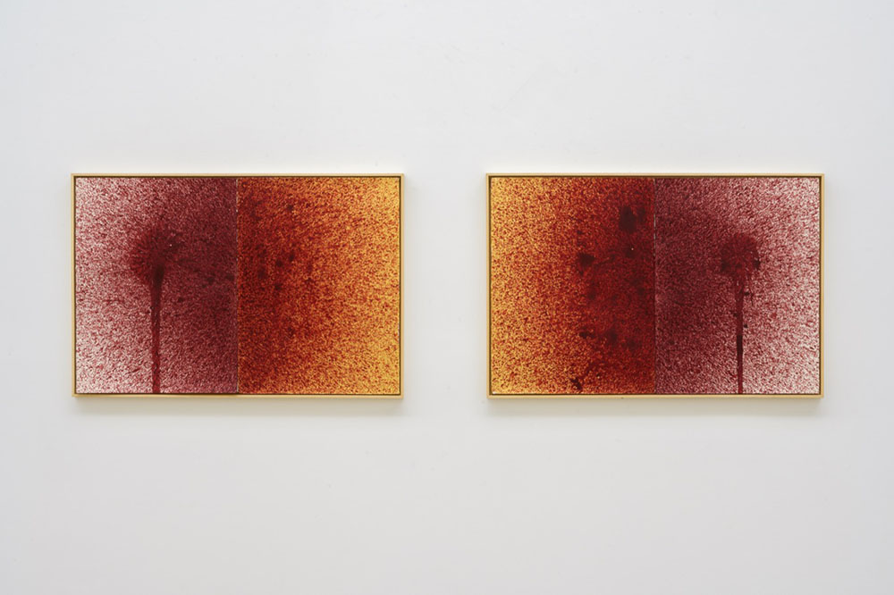 Imran Qureshi, Separated (diptych), 2019. Acrylic paint and gold leaf on paper. Work in 4 parts, each, diptych in 2 frames 76,2 x 57,2 cm (30 x 22,5 in) Overall 76,2 x 228,6 cm (30 x 90 in) Courtesy Galerie Thaddaeus Ropac, London · Paris · Salzburg. Photos : Charles Duprat © Imran Qureshi