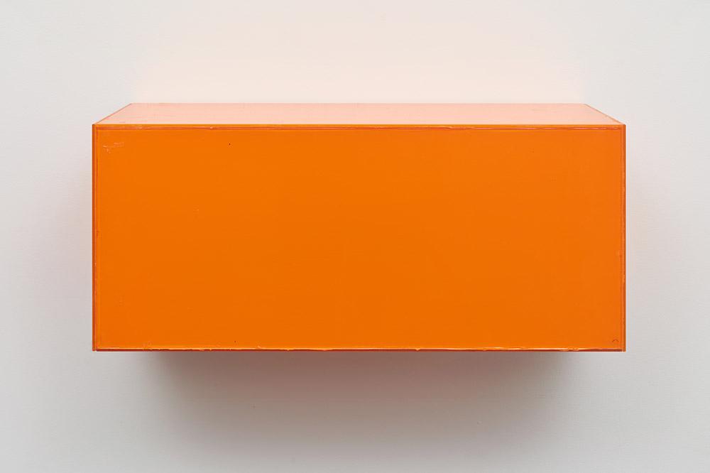 Henrik Olesen, Madhouse, 2019. Glass, acrylic, glue, metal brackets 26 x 56.5 x 24.5 cm. Courtesy Galerie Buchholz Berlin/Cologne/New York