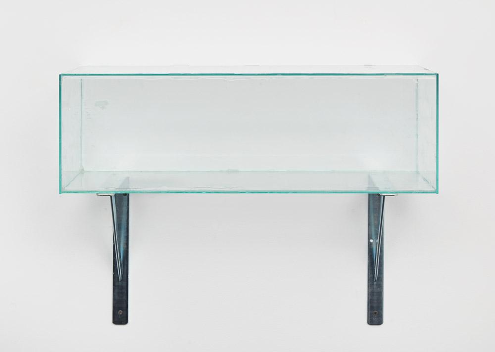 Henrik Olesen, Glass Box Centered, 2019. Glass, silicone, glue, metal brackets 50 x 62 x 21 cm. Courtesy Galerie Buchholz Berlin/Cologne/New York