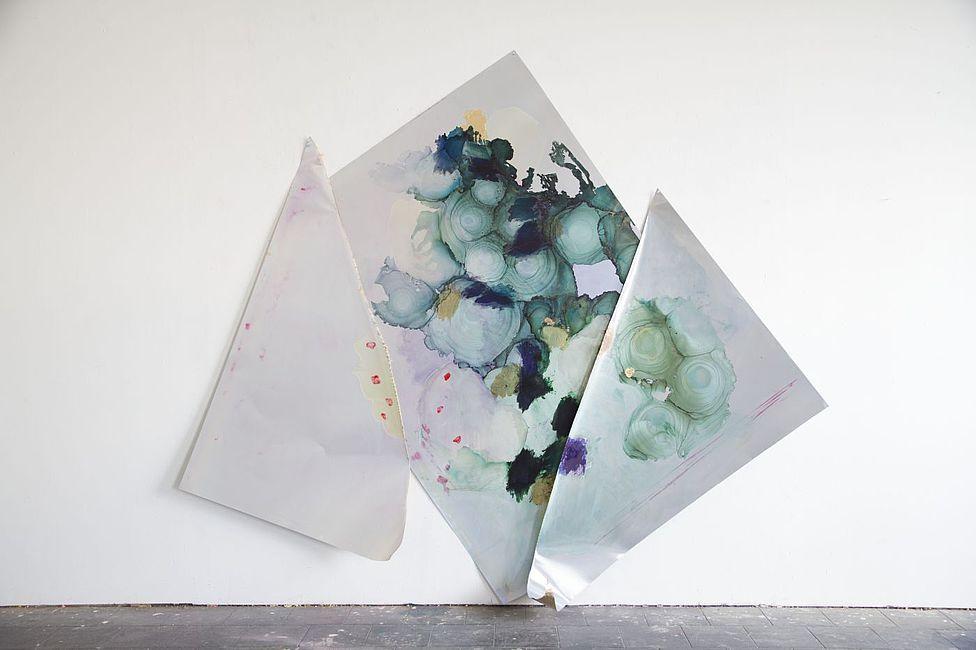 Myriam Holme, die jahre von dir zu mir, 2019. Ink, acrylic, stain, lacquer, gold foil on Aluminium 243 x 280 x 43 cm 95 2/3 x 110 1/4 x 17 in