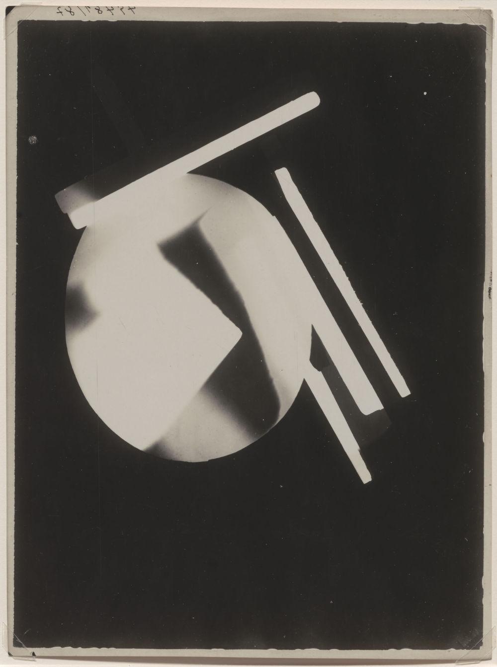 László Moholy-Nagy, Untitled (Circle angle / Positive), 1925. Photograph 17.3 x 23.2 cm / 6 3/4 x 9 1/8 in © the Estate of László Moholy-Nagy / Artists Rights Society (ARS), New York / VG Bild-Kunst, Bonn. Courtesy of the Estate of László Moholy-Nagy