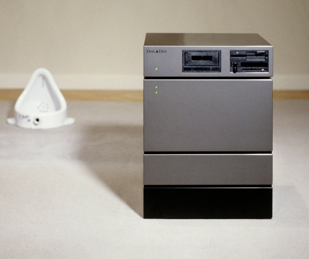 Richard Hamilton, Diab DS-101 computer, 1985-89. Mixed media 70 × 50 × 50 cm © The Estate of Richard Hamilton