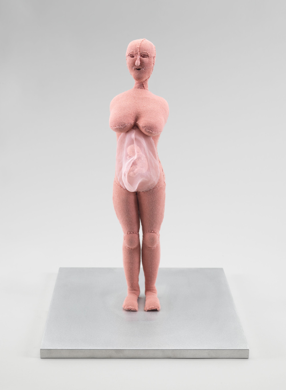 Louise Bourgeois, Umbilical Cord, 2003. Fabric and stainless steel 44.8 x 30.5 x 30.5 cm / 17 5/8 x 12 x 12 in. Stainless steel, glass and wood vitrine: 177.8 x 60.9 x 60.9 cm / 70 x 24 x 24 inches © The Easton Foundation / 2019, ProLitteris, Zurich. Courtesy the Foundation and Hauser & Wirth. Photo: Christopher Burke