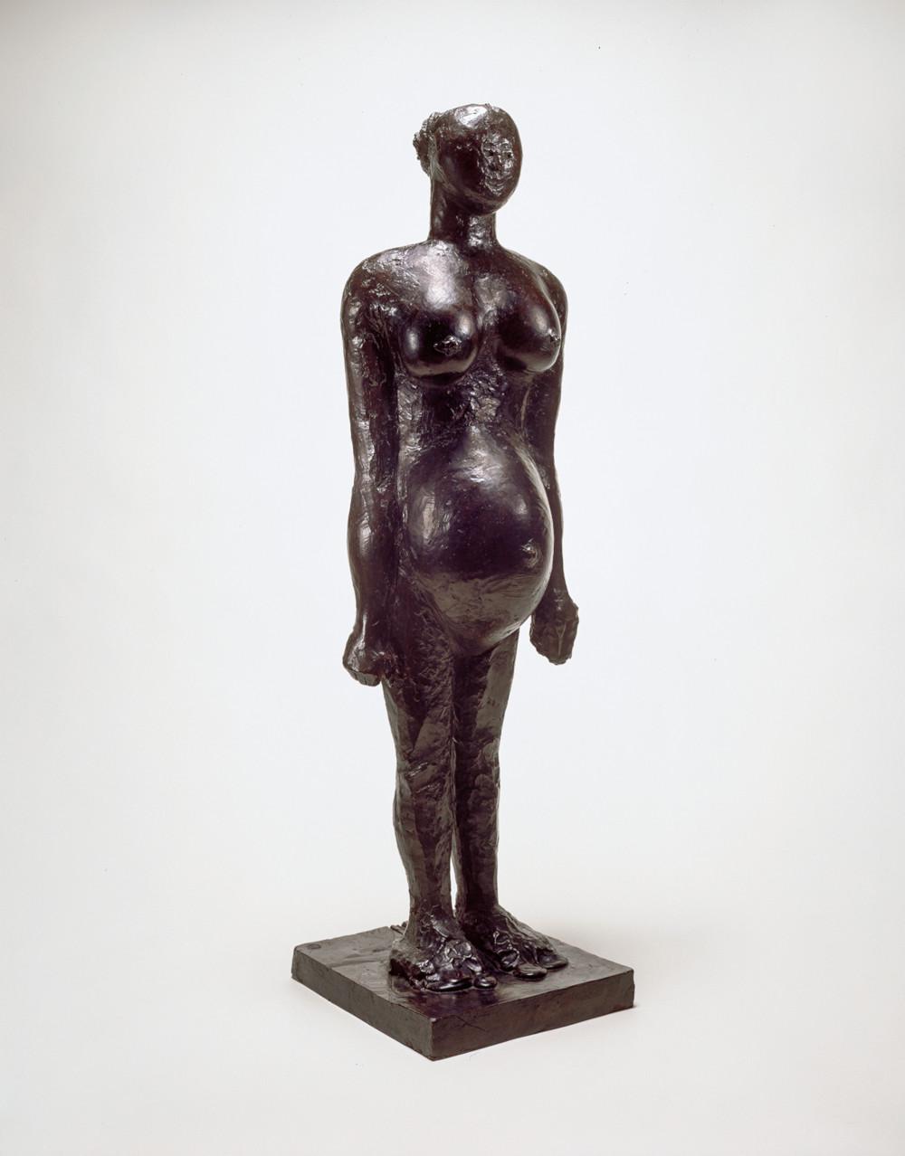 Pablo Picasso, La femme enceinte, 1950-59. Bronze 108.6 x 28.9 x 33.7 cm / 42 3/4 x 11 3/8 x 13 1/4 in. Raymond and Patsy Nasher Collection, Nasher Sculpture Center, Dallas © Succession Picasso / 2019, ProLitteris, Zurich. Photo: David Heald