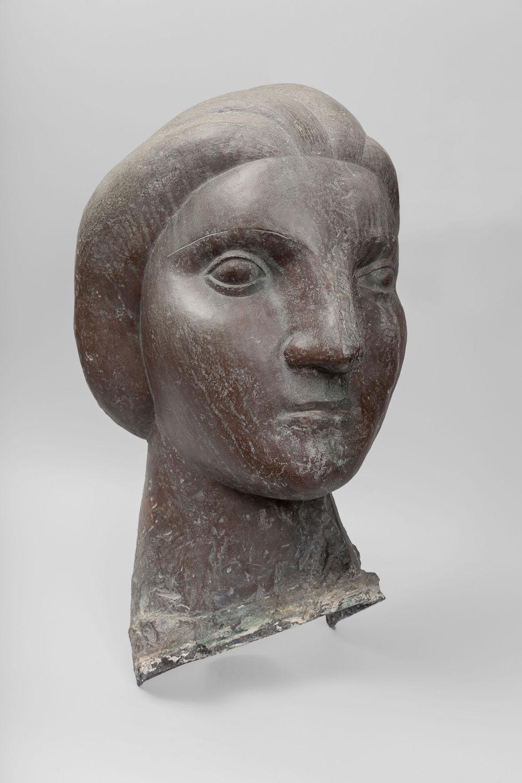 Pablo Picasso, Tête de femme (Marie-Thérèse), 1931. Bronze. Unique 50 x 31 x 27 cm / 19 5/8 x 12 1/4 x 10 5/8 in. Private collection © Succession Picasso / 2019, ProLitteris, Zurich. Photo: Zarko Vijatovic