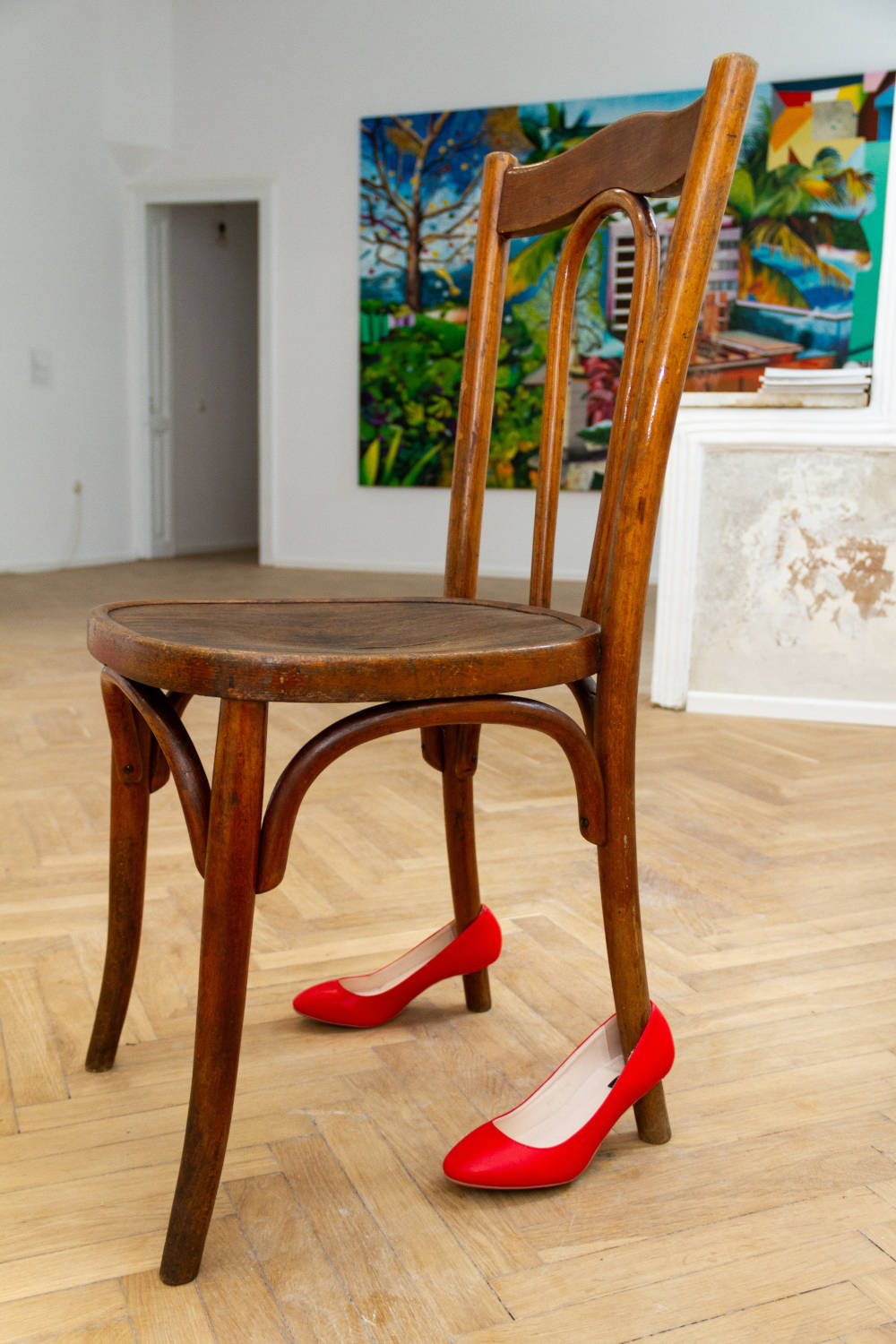 Adelina Ivan, Alter-Object, 2019. Object installation (wooden chair, red shoes)