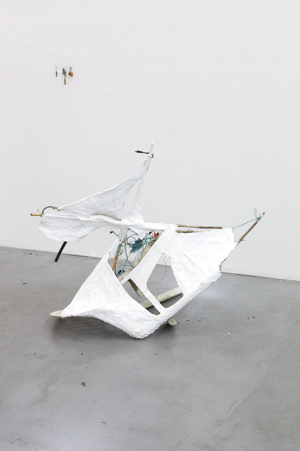 Ryan Foerster, chair, 2019. Plastic, newspaper, string, wire, paint 110 x 150 x 100 cm (43.31 x 59.06 x 39.37 inches) Courtesy of the artist & VNH Gallery. Photo: Johanna Benaïnous