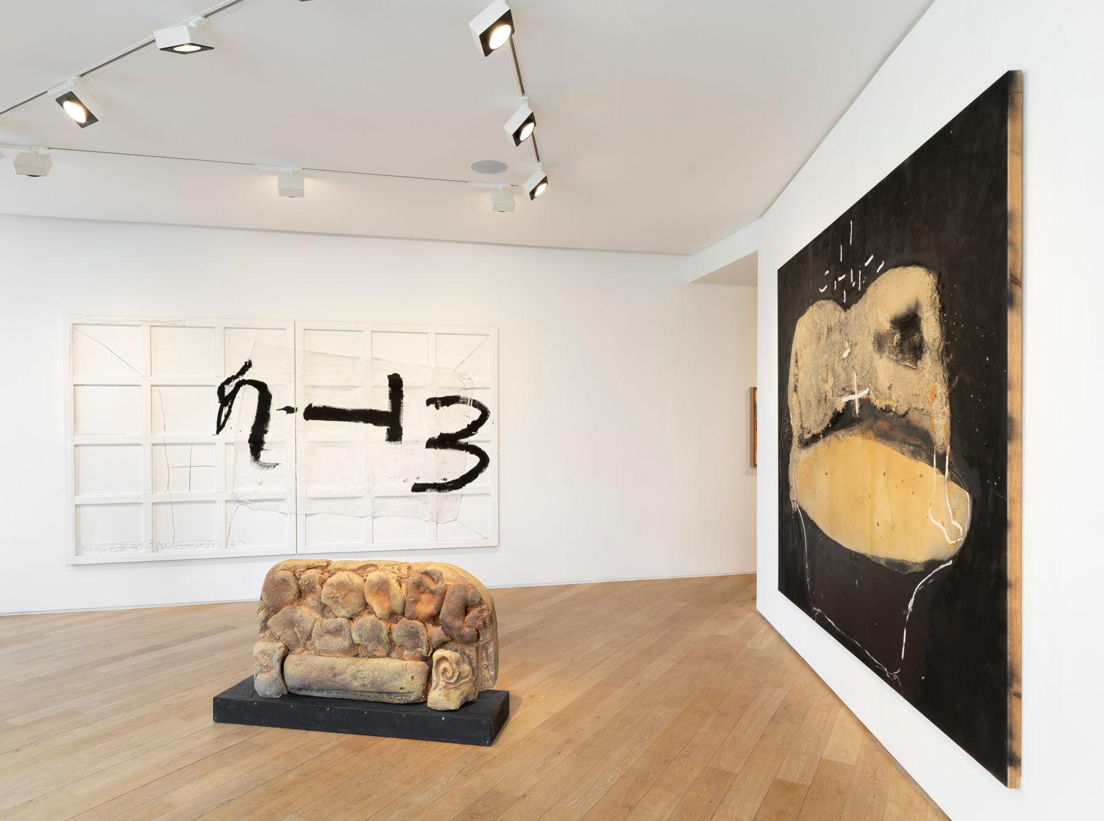 Galerie Lelong avenue Matignon Jannis Kounellis Arnulf Rainer Antoni Tapies 1