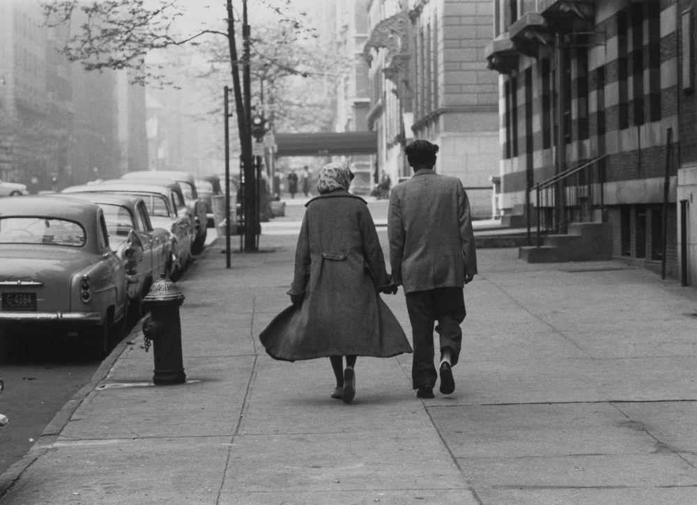 Couple walking, Park Avenue