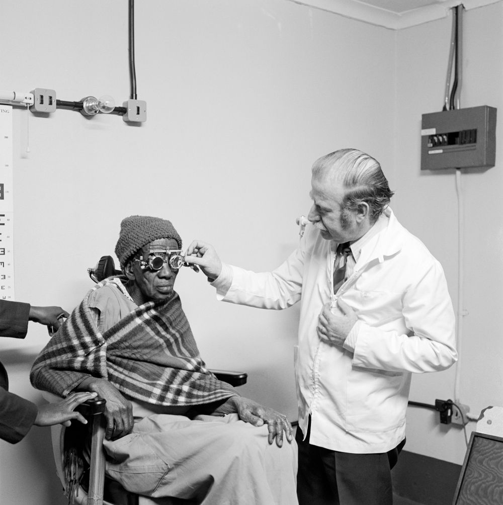 Eyesight testing at the Vosloosrus Eye Clinic of the Boksburg Lions Club (2_28640)