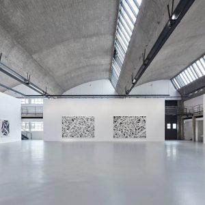 Simon Hantaï: LES NOIRS DU BLANC, LES BLANCS DU NOIR @Gagosian Le Bourget, Paris  - GalleriesNow.net