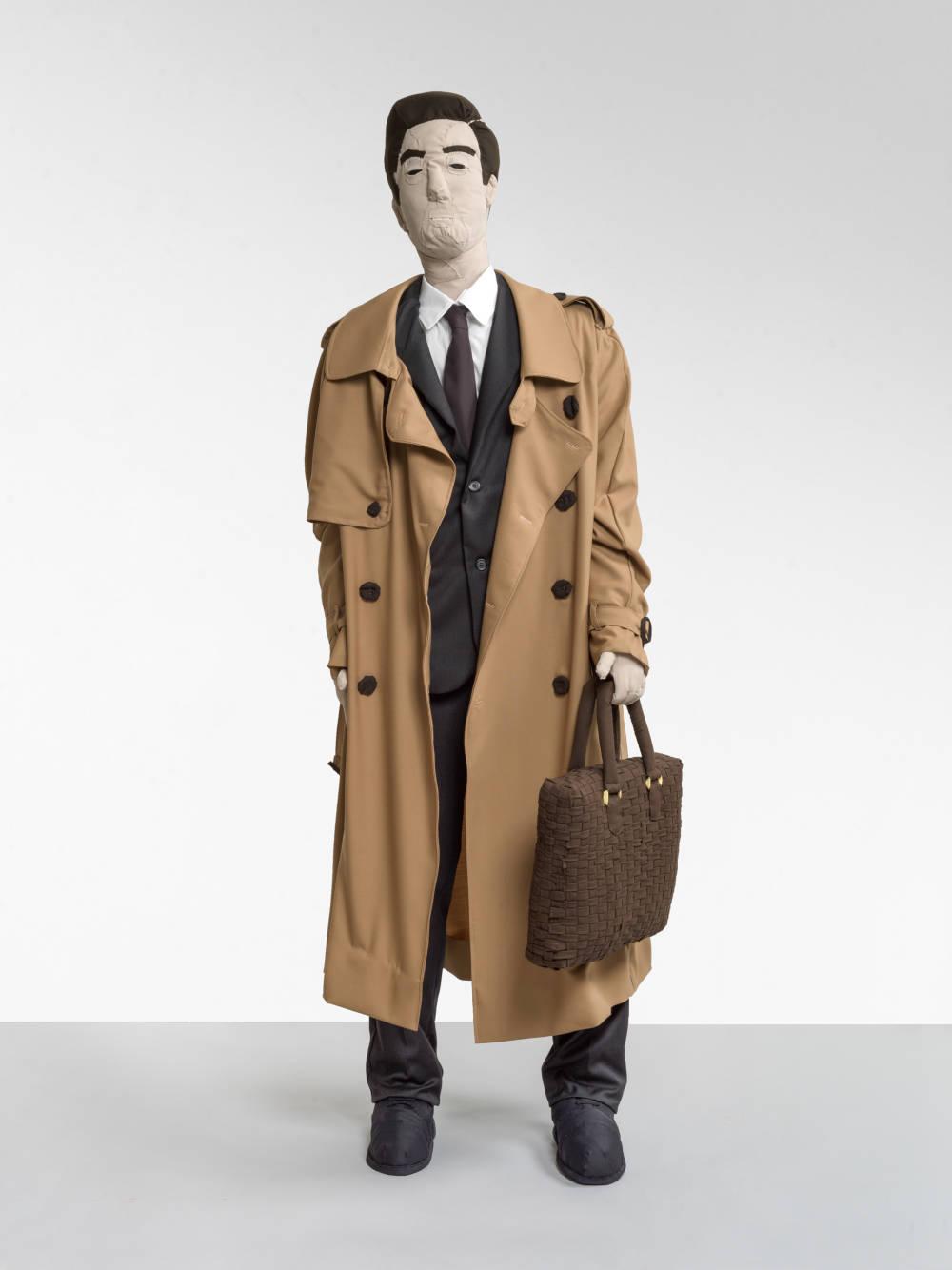 Herr im Trenchcoat (Gentleman in a Trench Coat)