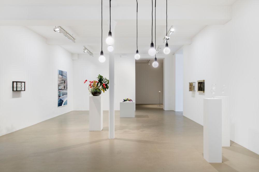 Galerie Chantal Crousel Seen in a crystal ball 4