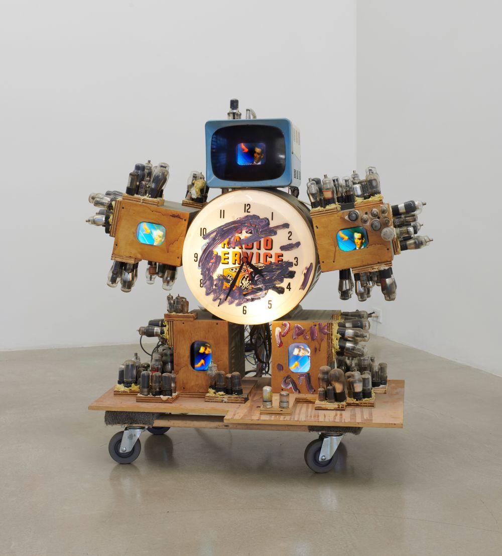 TV SERVICE ROBOT