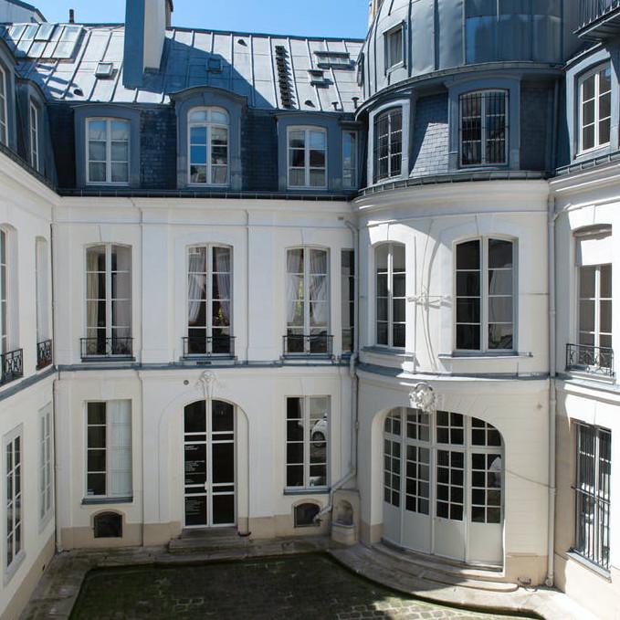 kamel mennour, r. Saint-André des arts, Paris  - GalleriesNow.net