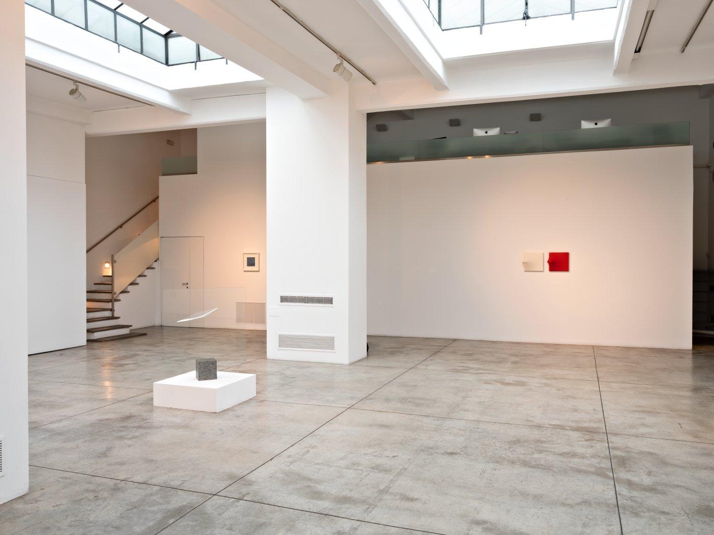 Cardi Gallery Milan Agostino Bonalumi 3