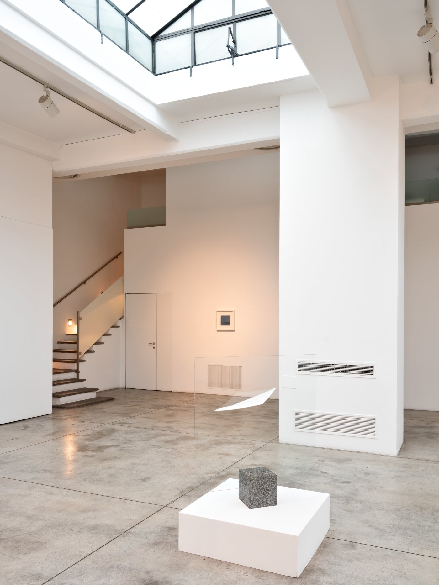 Cardi Gallery Milan Agostino Bonalumi 4